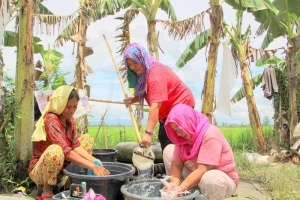 IN PHOTO: Women in Brgy. Palao sa Buto, Datu Paglas, Maguindanao (CAMP RAJAMUDA) get water from dug well to wash the clothes and other stuff of their families. Used in such way of life, these women still hopes for easier water access towards better life for their children and families.